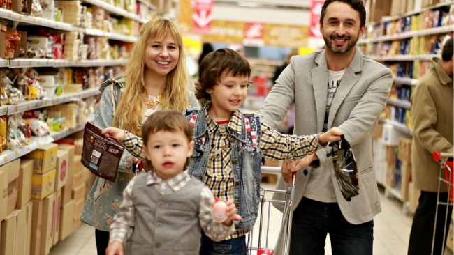 family shopping for deals to save money