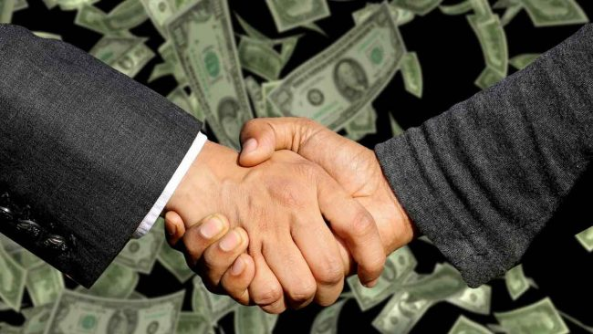 shaking hands after making a good deal with your selling skills